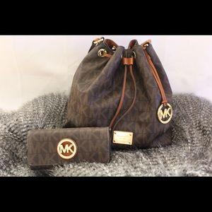 Large Jules convertible bucket bag + Wallet
